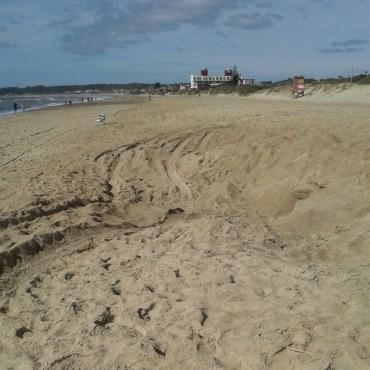 Vecinos reclaman solución ante la extracción de arena de la playa