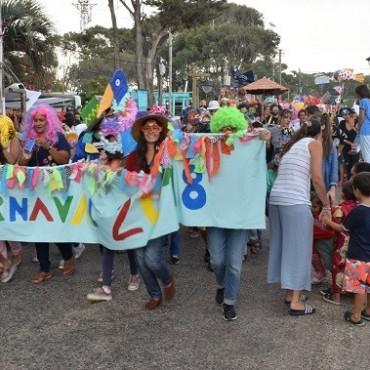 Colorido, alegre y multitudinario Carnaval de los Niños en La Pedrera