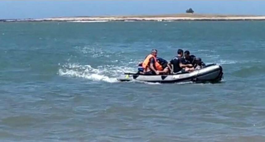 Prefectura de La Paloma rescató a dos pescadores a quienes se les dio vuelta la lancha
