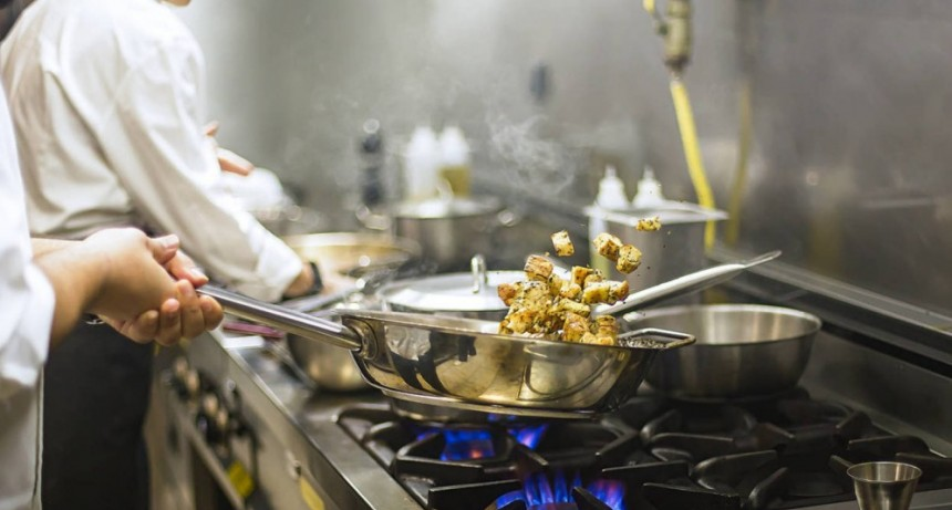 Solicitan cocinera/o con experiencia