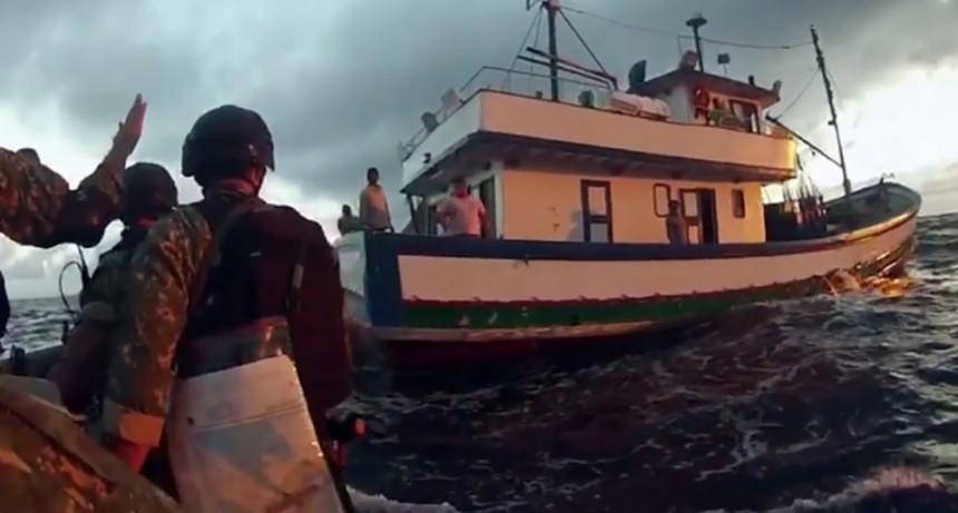 Buque brasileño capturado por Armada Uruguaya llevaba 3 toneladas de atún