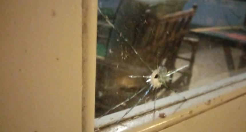 """Atentaron contra la casa de una reconocida vecina de La Paloma """"sentí como una metralleta y eran perdigones"""