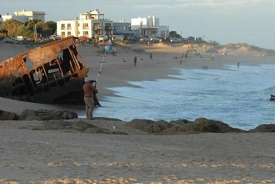 Vecinos de La Pedrera harán un sendero interpretativo para acceder a la playa del barco