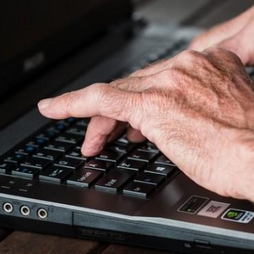 Curso gratuito de computación para adultos mayores
