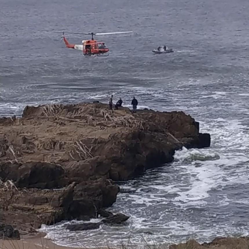 Suspenden la búsqueda del instructor caído en el mar frente a La Pedrera