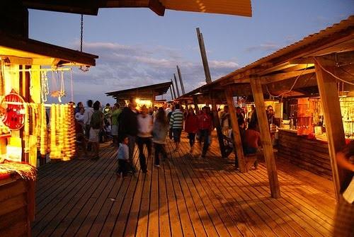 Aprontando todo para construir la nueva feria de artesanos de Punta del Diablo