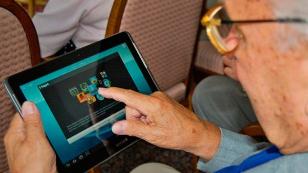 Las tablets llegan a los jubilados del interior del país