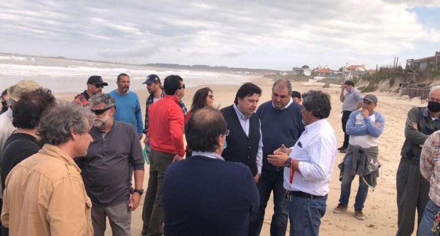 Vecinos proponen geotubos y piedras para proteger sus casas en primera línea de playa