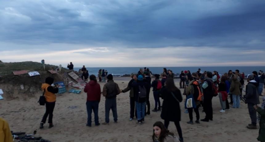 Vecinos se manifestaron para frenar las construcciones en la playa