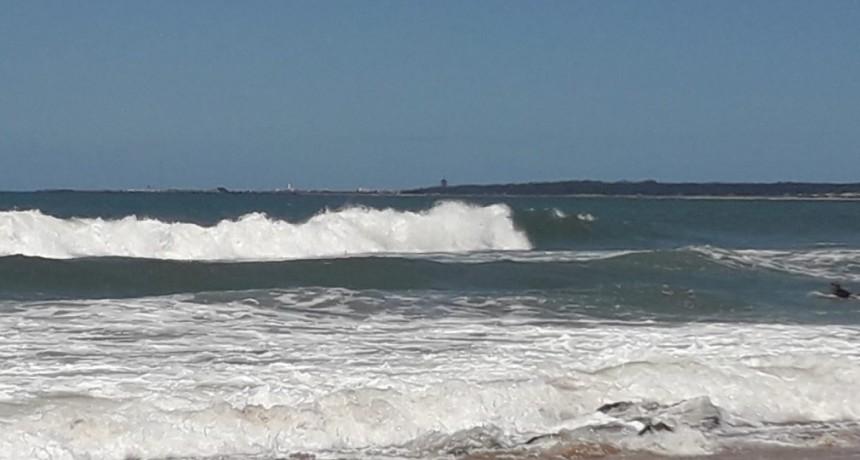 Un rescate en Playa del Barco reactiva el reclamo por guardavidas