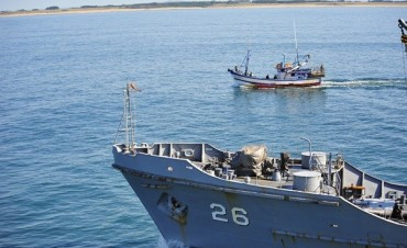 Armada uruguaya detiene pesquero brasileño frente a costa de Rocha